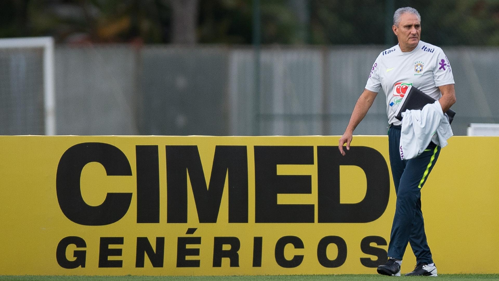 Tite conduz treino da seleção brasileira