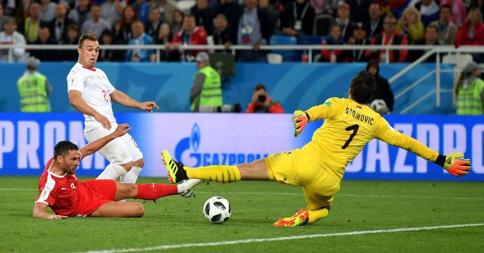 Chute de Xherdan Shaqiri marca a virada da Suíça contra a Sérvia