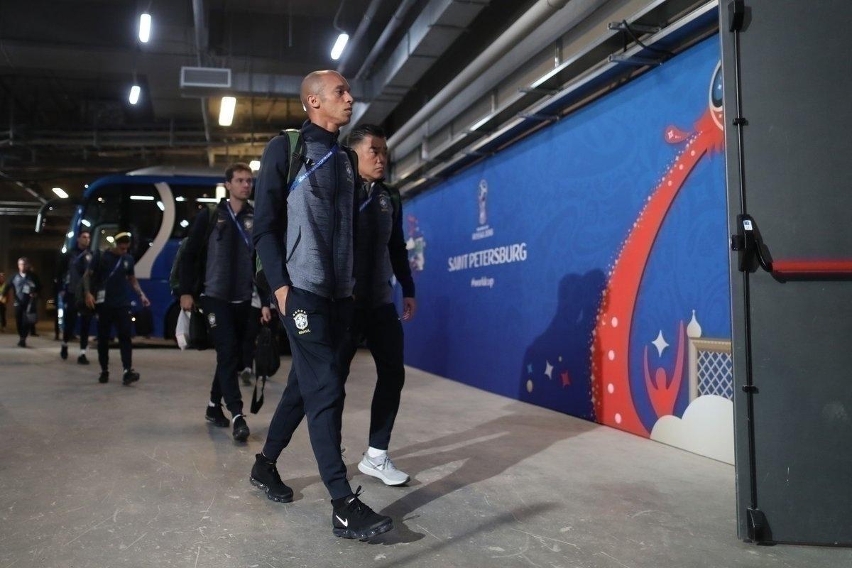 Zagueiro Miranda chega ao estádio em São Petersburgo para o jogo da seleção contra Costa Rica, pela segunda rodada da Copa do Mundo