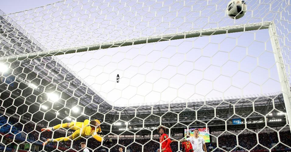 Chute de Adnan Januzaj, da Bélgica, foi no ângulo do goleiro da Inglaterra Jordan Pickford