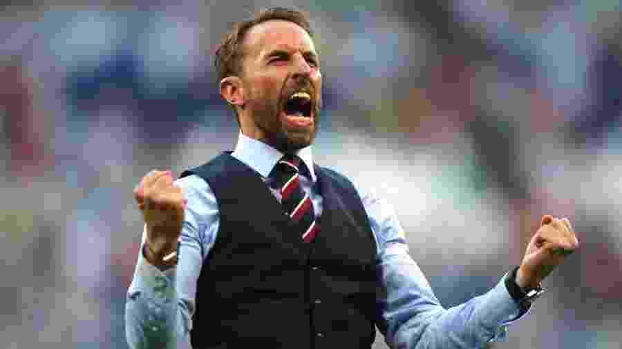 Treinador da Inglaterra, Gareth Southgate comemora vitória por 2 a 0 contra Suécia - Clive Rose/Getty Images
