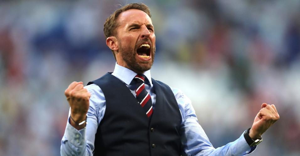 O treinador da Inglaterra, Gareth Southgate, comemora a vitória por 2 a 0 contra Suécia