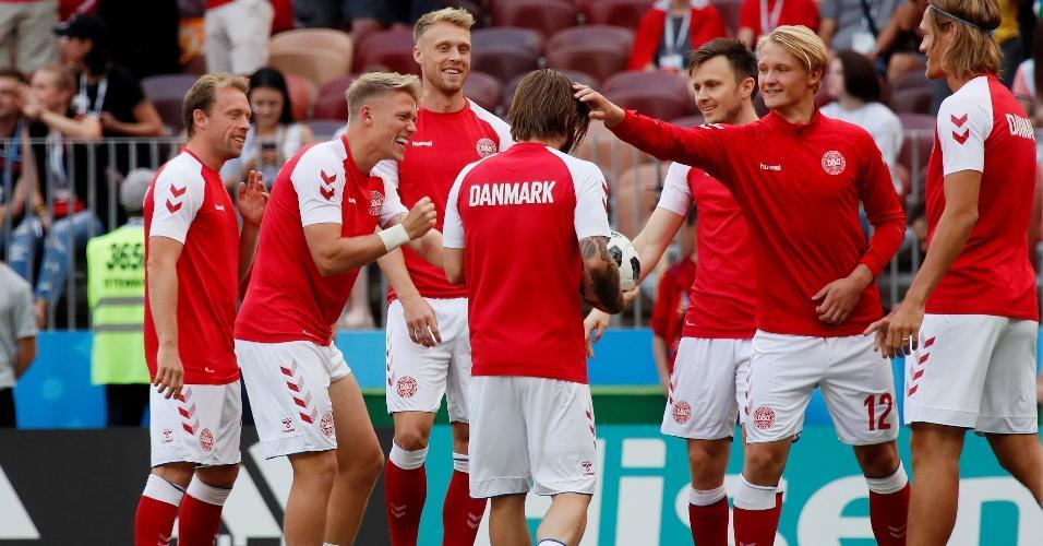 Seleção da Dinamarca se aquece para duelo contra a França