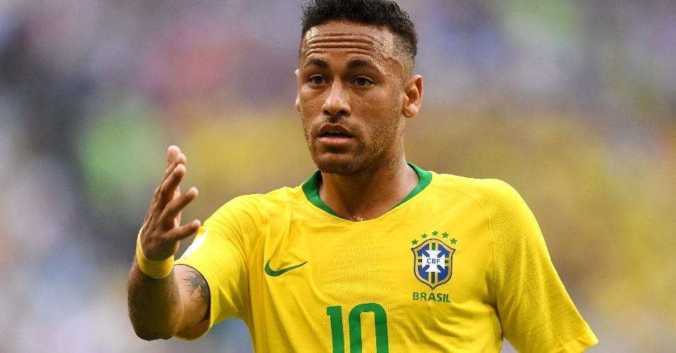 Neymar criou pouco no primeiro tempo da partida do Brasil contra o México