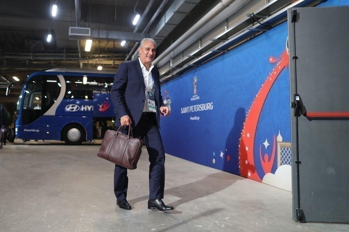 Tite chega ao estádio em São Petersburgo para o jogo da seleção contra Costa Rica, pela segunda rodada da Copa do Mundo