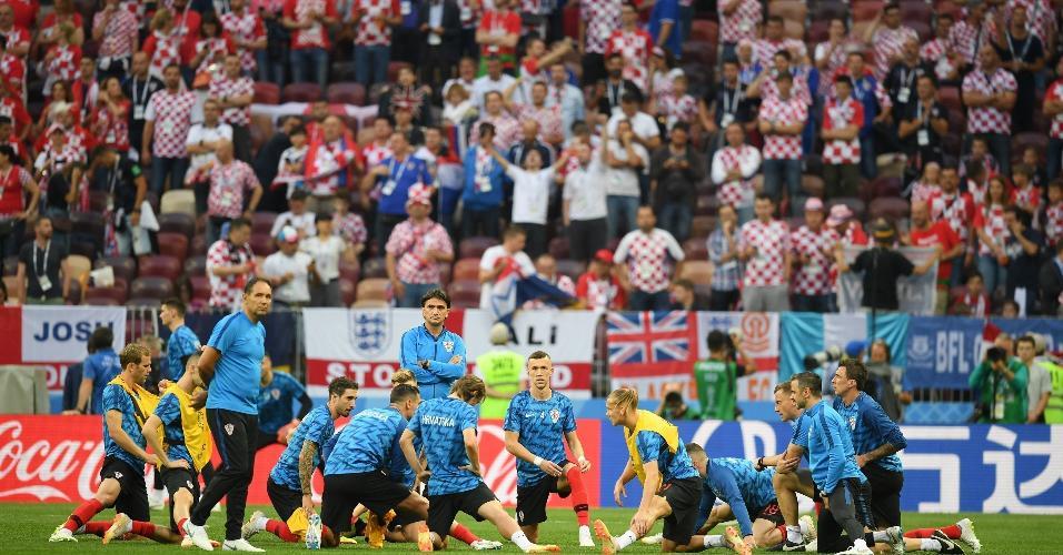 Jogadores da Croácia em aquecimento antes do jogo contra a Inglaterra