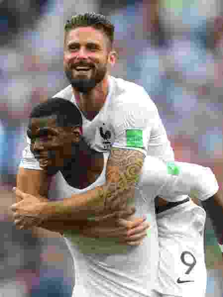 Pogba e Giroud comemoram classificação da França para as semis da Copa do  Mundo Imagem  Getty Images 1e56f20c05e2a