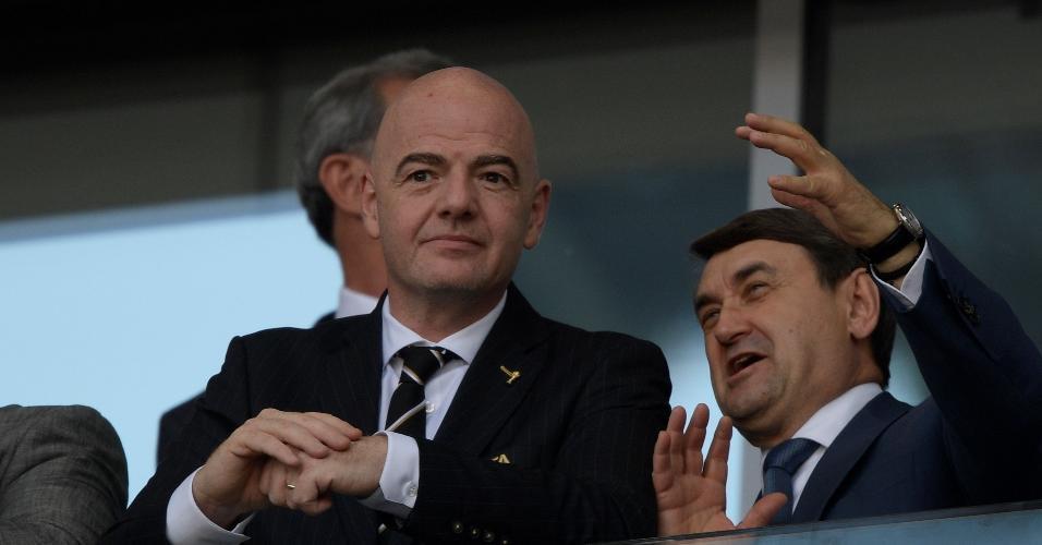 Gianni Infantino, presidente da Fifa, assistindo ao jogo entre Argentina e Islândia