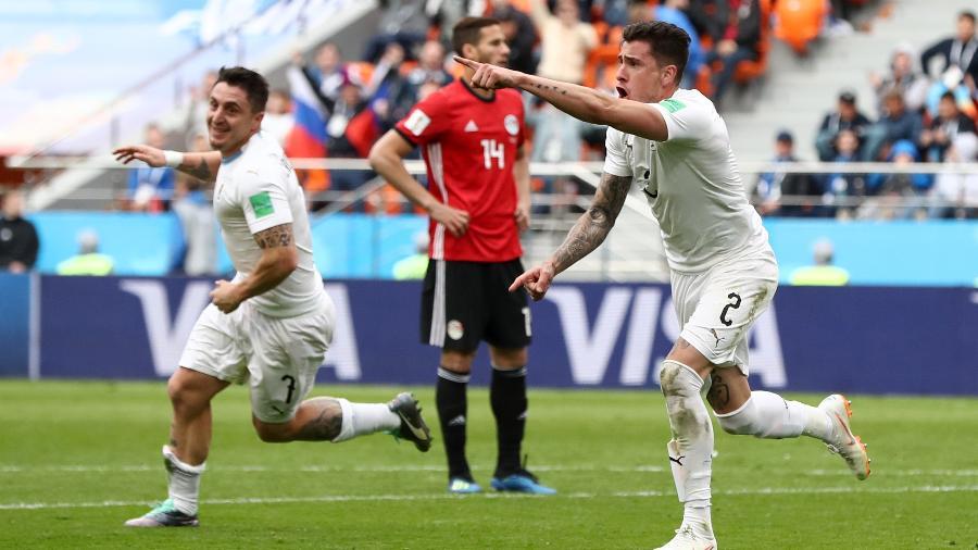 Jose Gimenez cabeceou mais que todos e abriu o placar para o Uruguai, aos 44 min da etapa final - Getty Images