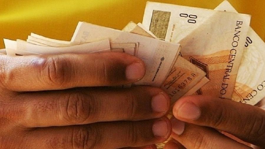 Valor ideal representa 4,68 vezes a mais que o estabelecido atualmente para o salário mínimo - Reprodução/Alex Almeida/Folha Imagem