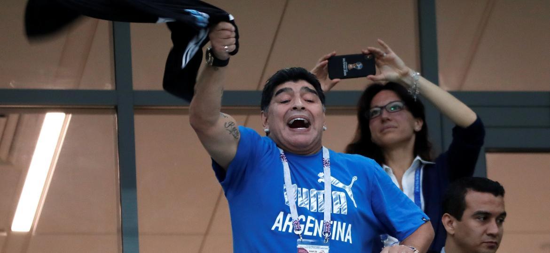 Das tribunas do Estádio Nizhny Novgorod, Diego Maradona apoia jogadores da Argentina contra a Croácia - Murad Sezer/Reuters