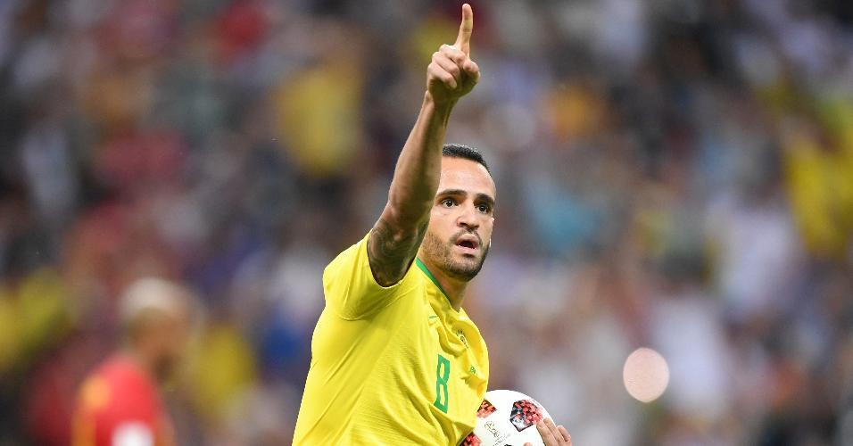 Renato Augusto comemora gol do Brasil contra a Bélgica