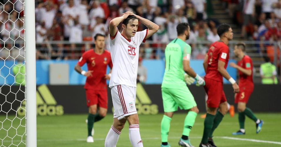 Sardar Azmoun, do Irã, lamenta chance perdida em jogo contra Portugal