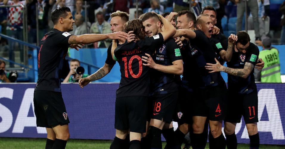 Jogadores da Croácia comemoram gol contra a Argentina