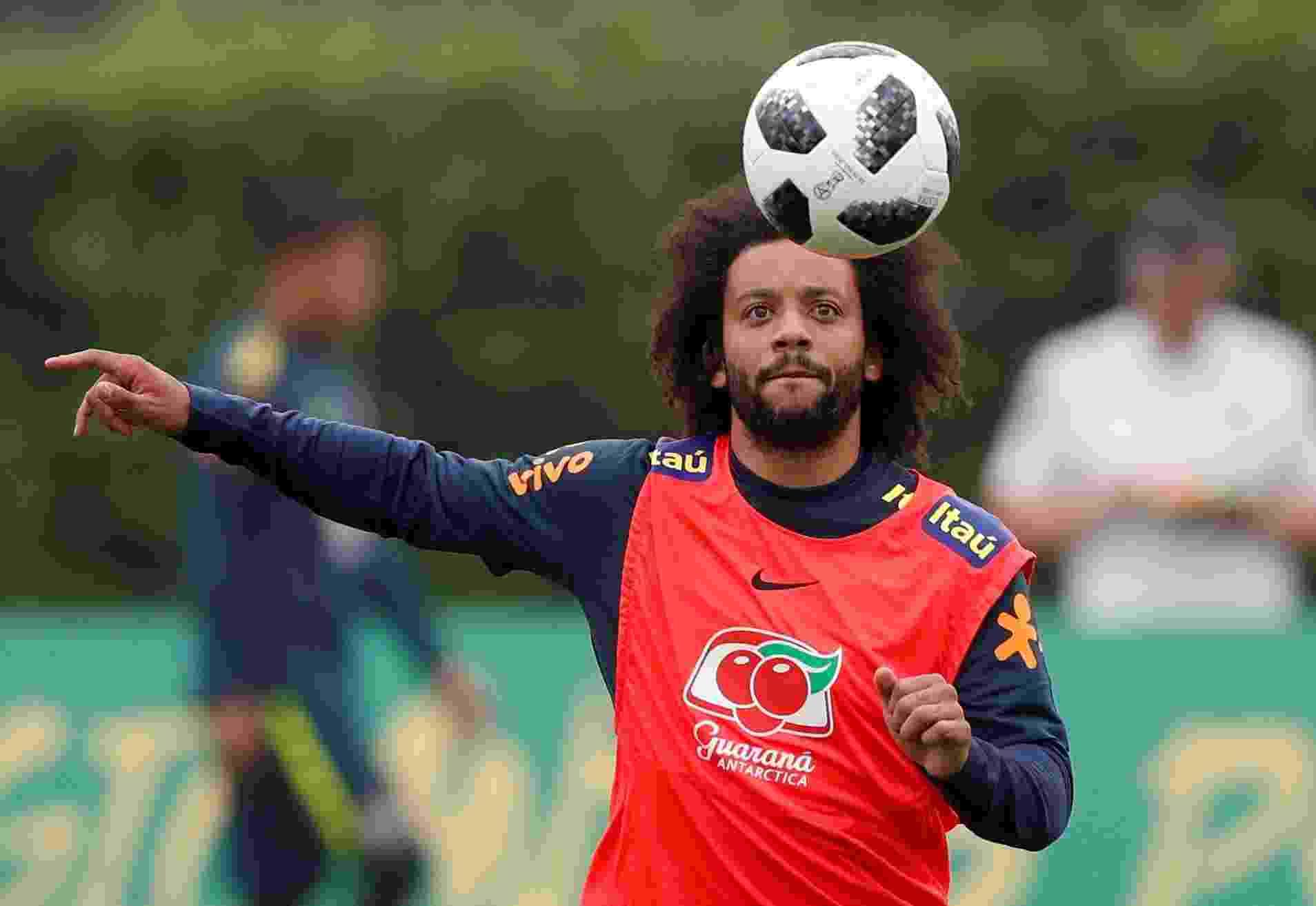 Marcelo treina após se apresentar à seleção brasileira - Reuters/Peter Cziborra