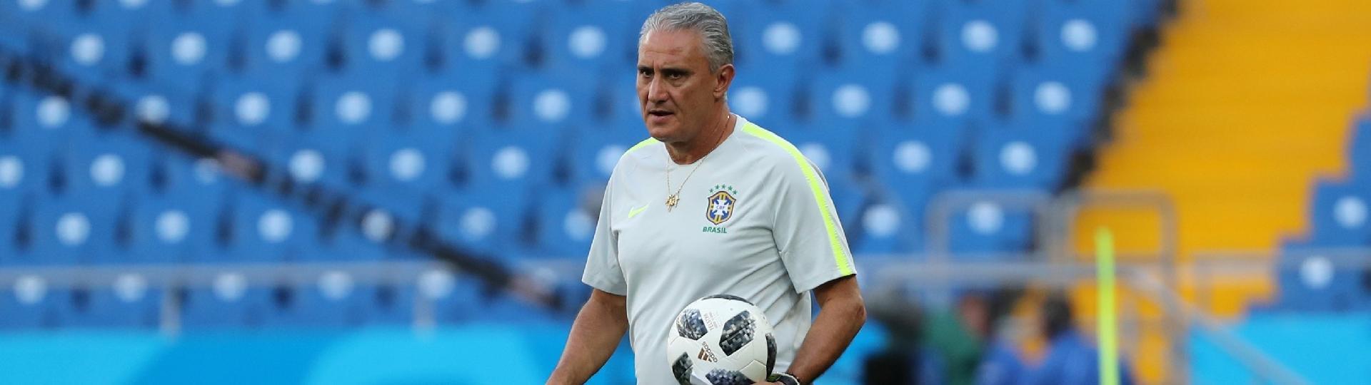Tite, durante treino da seleção brasileira
