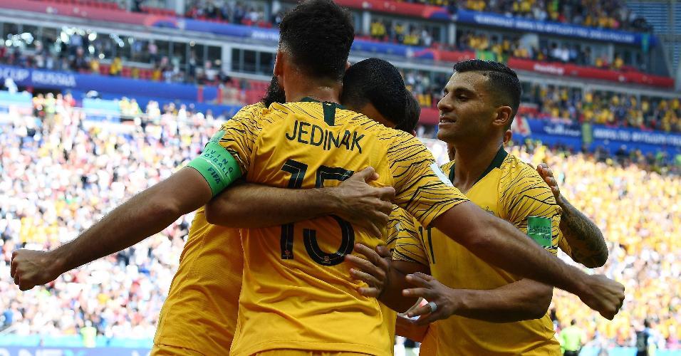 Mile Jedinak celebra o gol da Austrália em duelo contra a França