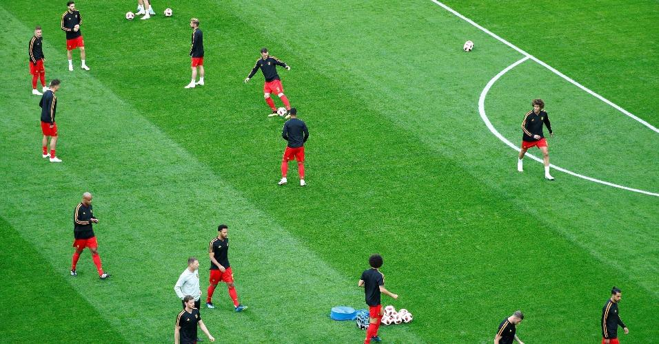 Jogadores da Bélgica durante o aquecimento para o início do jogo contra a França