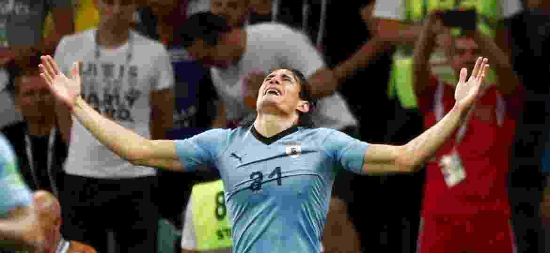 Uruguai na Copa  Uruguai confirma edema e diz que Cavani é dúvida ... 2b25bfd3377b8