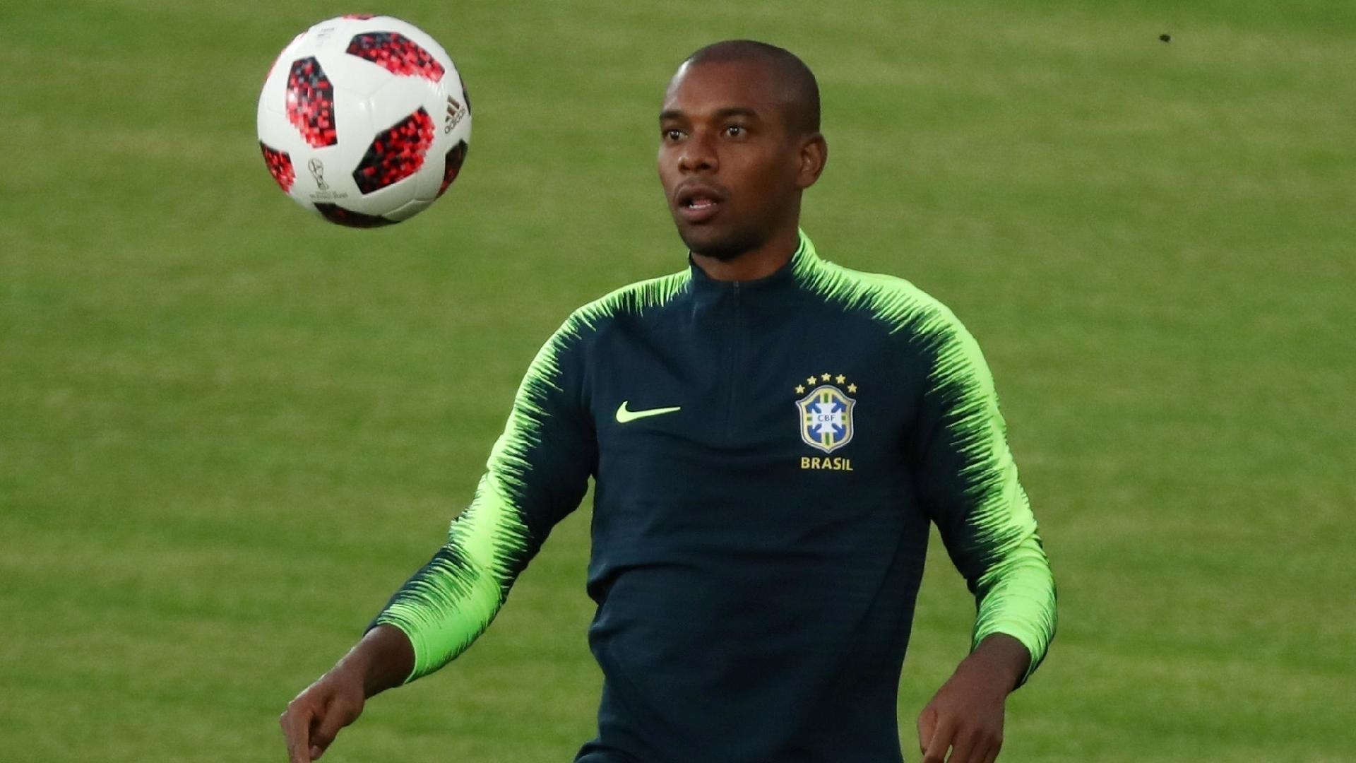 Fernandinho, durante treino da seleção brasileira em Kazan
