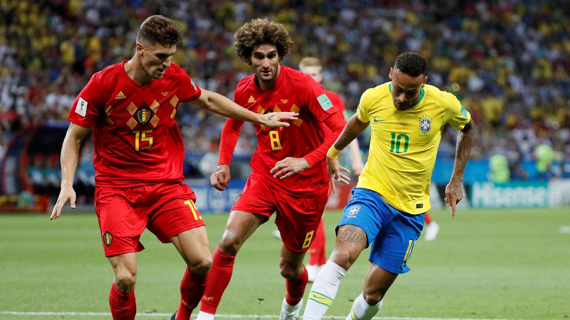 Neymar é cercado por Thomas Meunier e Marouane Fellaini em Brasil x Bélgica