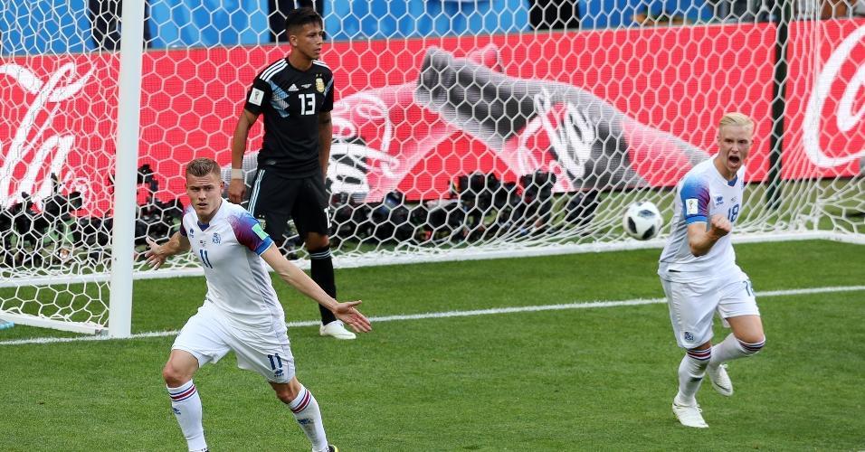 Alfred Finnbogason, da seleção da Islândia, comemora após empatar o jogo contra a Argentina