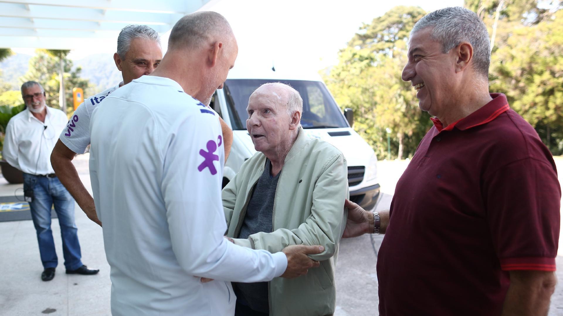 Taffarel e Zagallo se reencontram. Os dois estiveram juntos na Copa de 1998, o primeiro como goleiro e o segundo, treinador