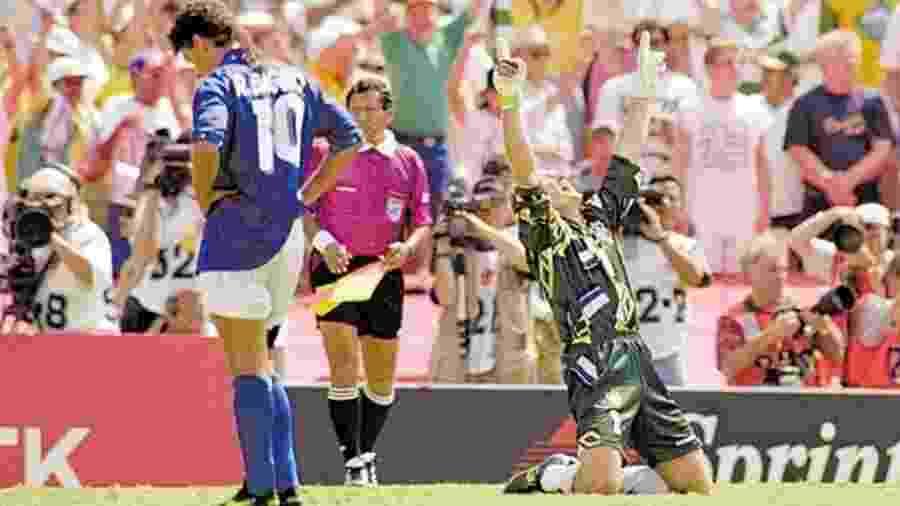 Roberto Baggio, após desperdiçar o pênalti que decidiu a Copa-1994 - Folha Imagem