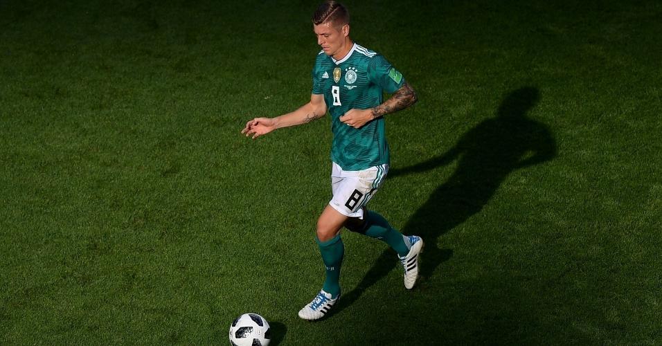 Toni Kroos em ação no duelo da Alemanha contra a Coreia do Sul