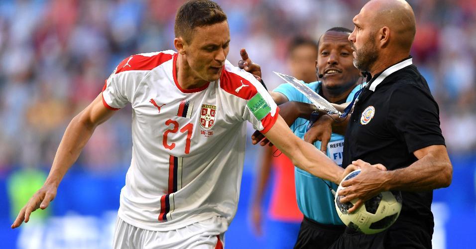 Matic queria pressa para pegar a bola, mesmo com a Sérvia ganhando o jogo