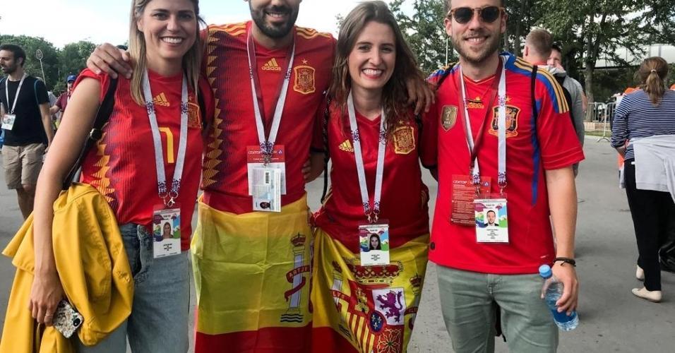 Torcedores espanhóis chegam ao estádio antes do duelo contra a Rússia