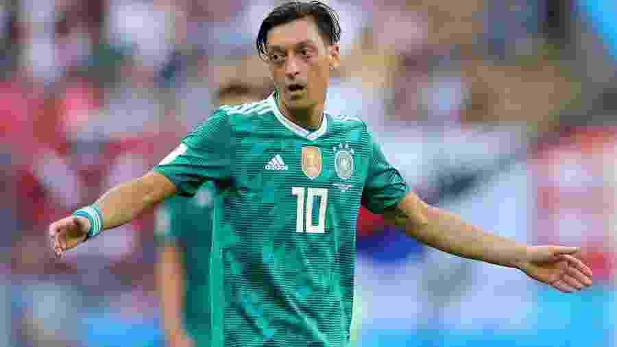 Özil reclama durante derrota da Alemanha por 2 a 0 para a Coreia do Sul - Getty Images