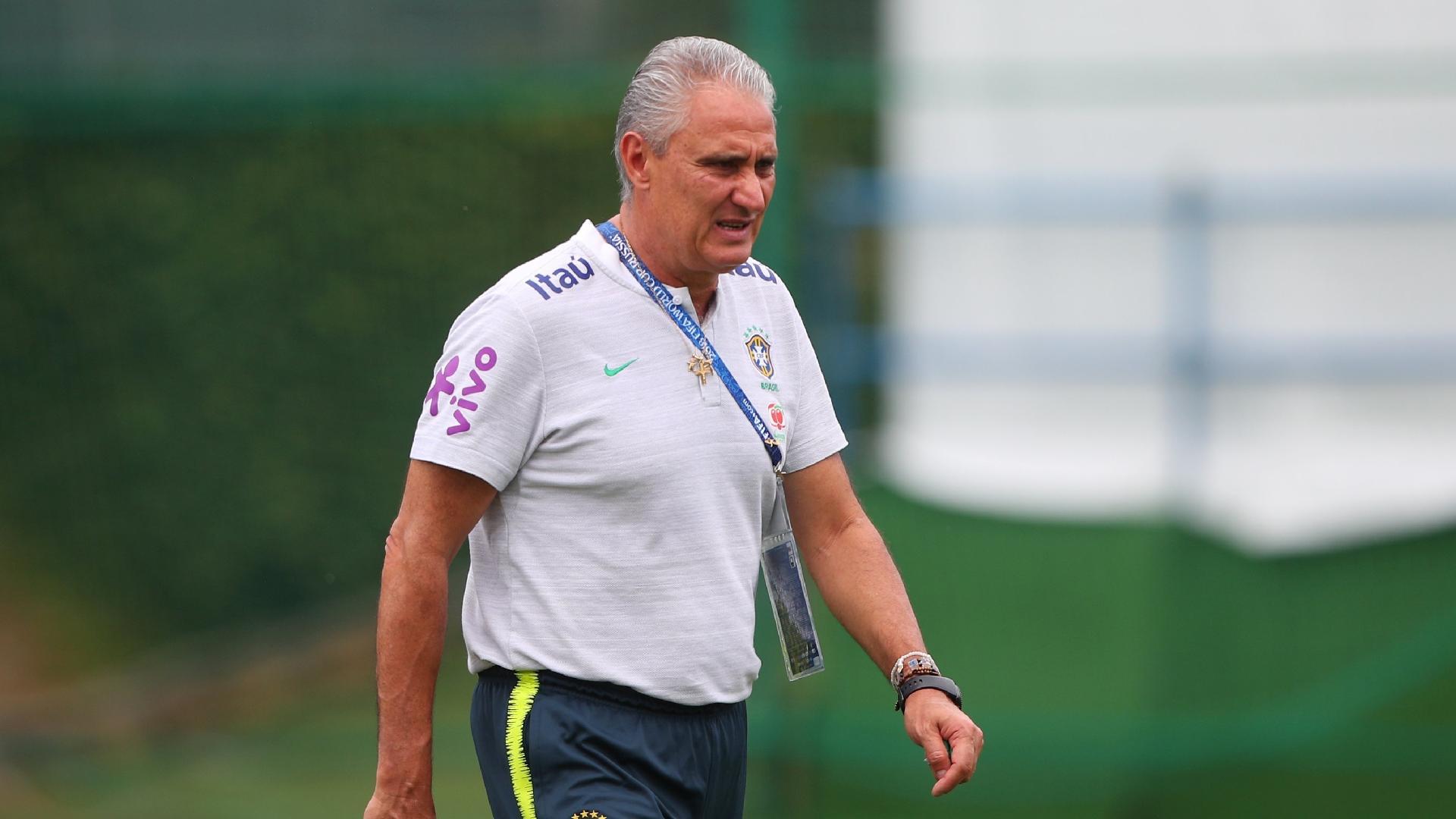 Tite comanda treino da seleção brasileira após vitória sobre a Costa Rica