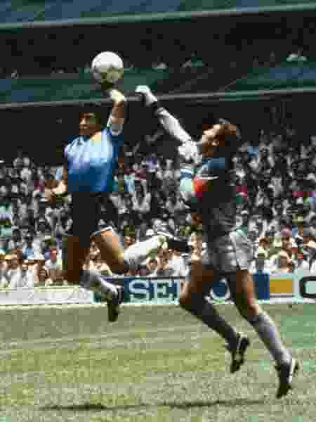 """A infame ;mão de deus"""" e o gol que arrasou o coração de todos os ingleses - Bob Thomas/Getty Images"""