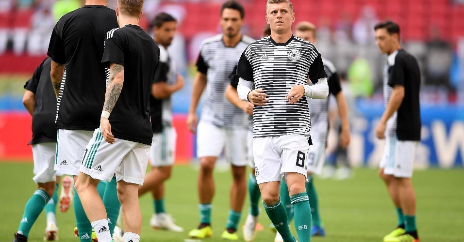 Kross se aquece com seleção da Alemanha para a partida contra a Coreia do Sul