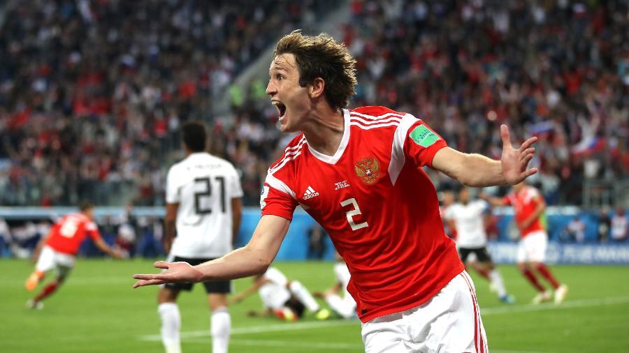 Mário Fernandes comemora gol da Rússia em jogo contra o Egito - Julian Finney/Getty Images