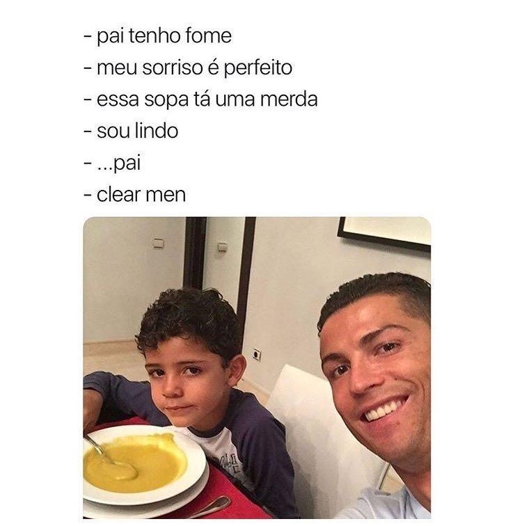 Cristiano Ronaldo e o filho Júnior durante o jantar