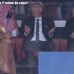 Enquanto a Rússia passava por cima da Arábia no jogo de abertura, o líder russo e o presidente da Fifa pareciam meio desconfortáveis ao lado do príncipe saudita - Reprodução/Twitter