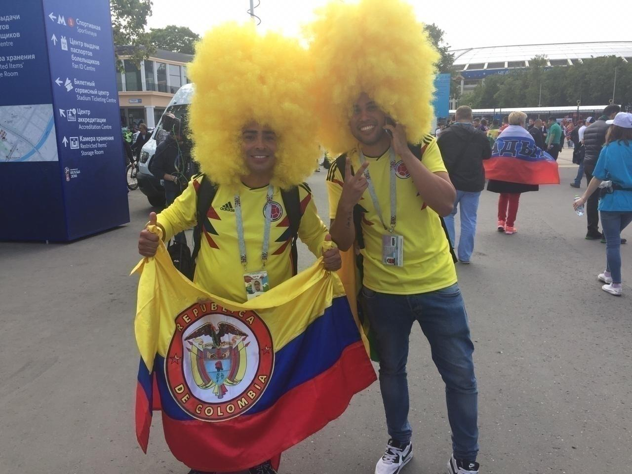 Torcedores da Colômbia no entorno do estádio Luzhniki em que se realizará a abertura da Copa