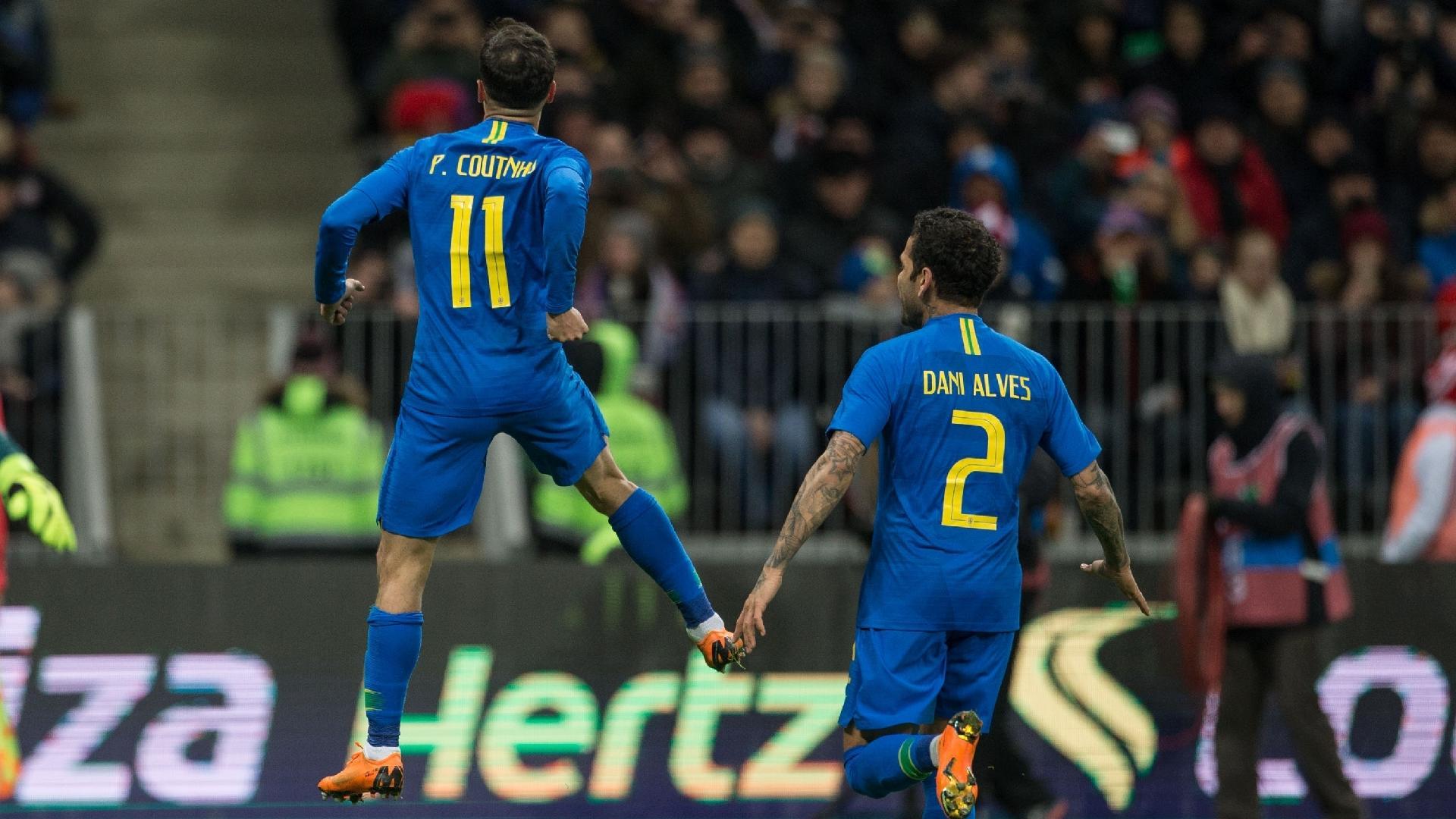 Philippe Coutinho comemora após marcar para o Brasil contra a Rússia