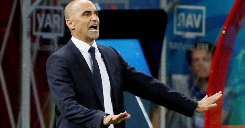 O treinador Roberto Martínez pede calma aos jogadores da Bélgica em duelo contra o Brasil