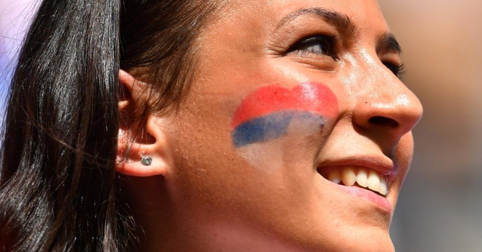 Torcedora sérvia prestigia sua seleção para duelo contra a Costa Rica