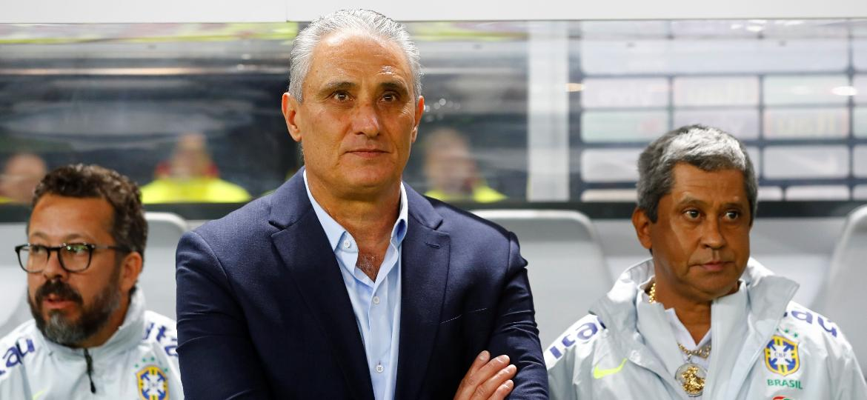 Tite observa o duelo entre Brasil e Alemanha, na última data Fifa; treinador ainda tem o que receber do Corinthians - Fabrizio Bensch/Reuters