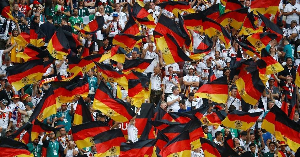 Torcedores da seleção da Alemanha no estádio Luzhniki para o jogo contra o México