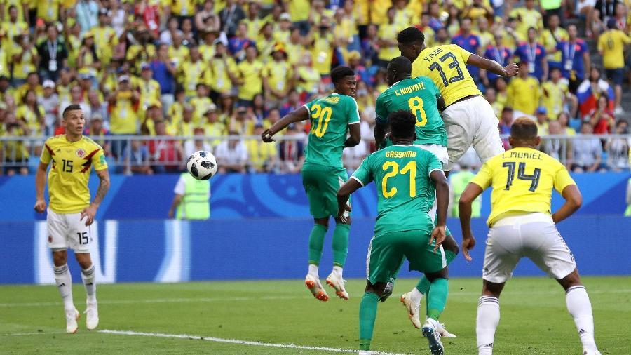 Mina salta para cabecear a marcar o gol da Colômbia contra Senegal - Getty Images