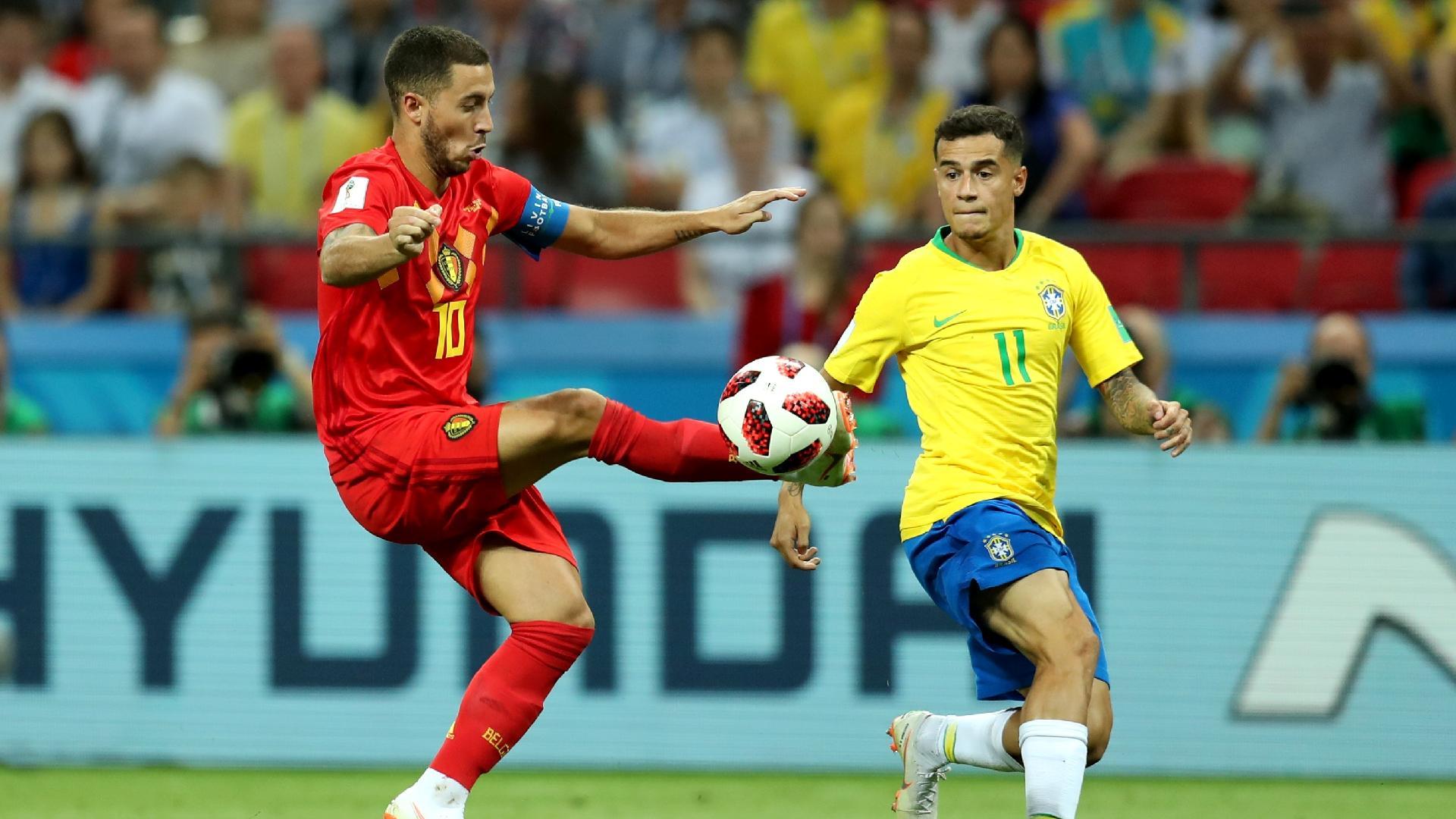Eden Hazard, da Bélgica, disputa bola com Philippe Coutinho, do Brasil