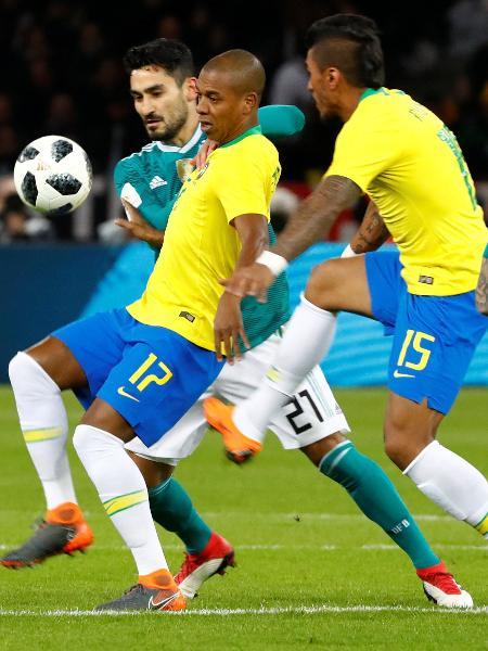 Fernandinho é um dos remanescentes da derrota por 7 a 1 para a Alemanha - Fabrizio Bensch/Reuters