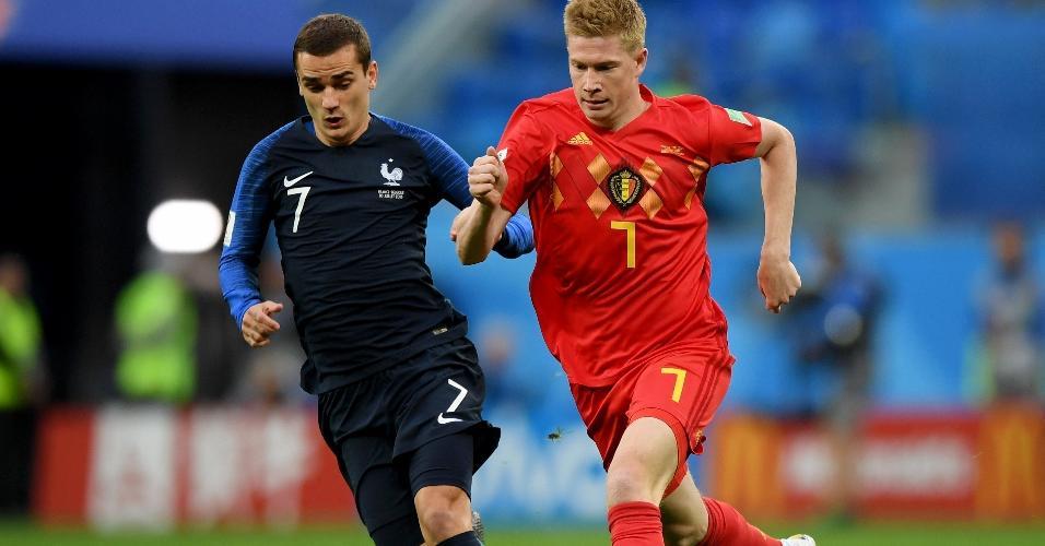 Kevin De Bruyne, da Bélgica, disputa bola com Antoine Griezmann, da França