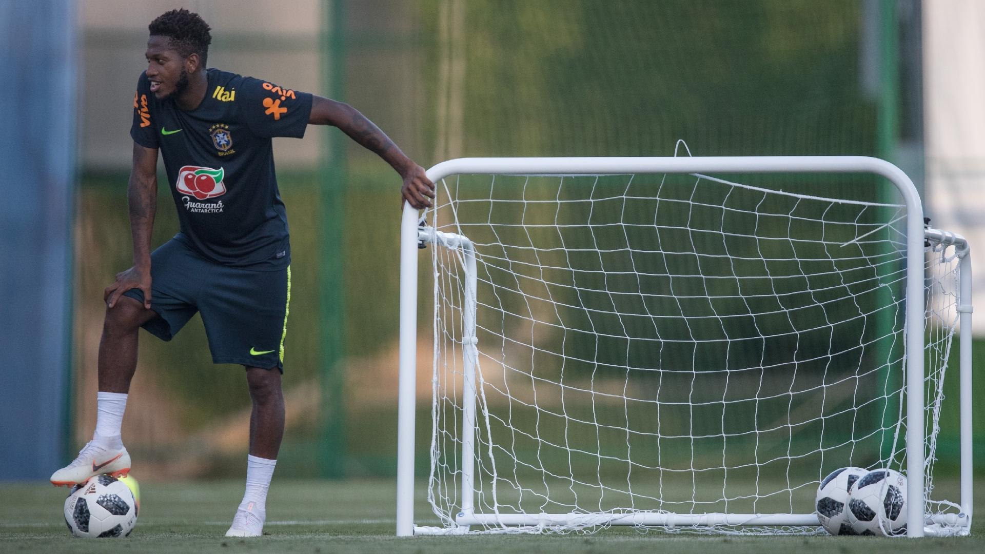 Fred participa de treino da seleção brasileira com restante do elenco