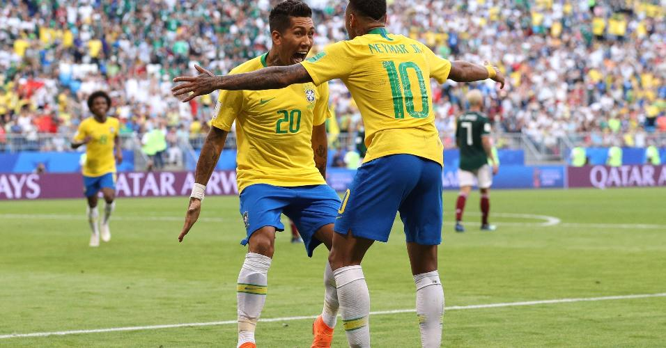 Firmino comemora seu gol após aproveitar chute de Neymar